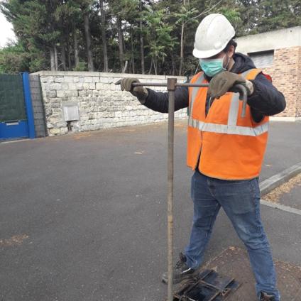 Clément, technicien de réseau, détecteur accoustique de fuite